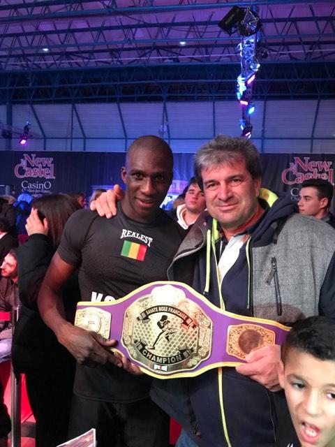 Ibrahim Kanouté et un ami après son titre mondial ©K. Benabdeljal